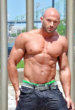 Bodybuilders pictures